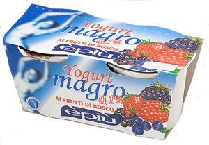 zero fat berry yogurt